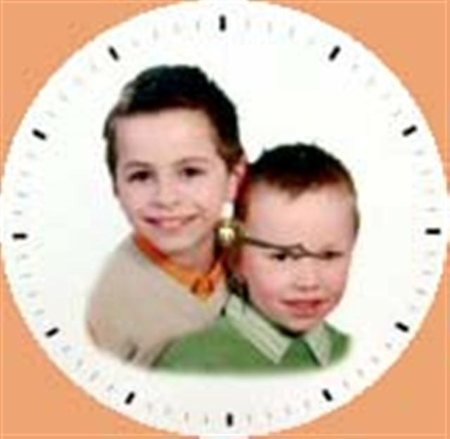 Horloge ronde en bois.